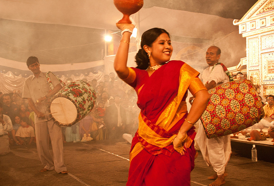 dhunachi dance by married woman